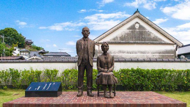 竹鶴政孝・リタ銅像